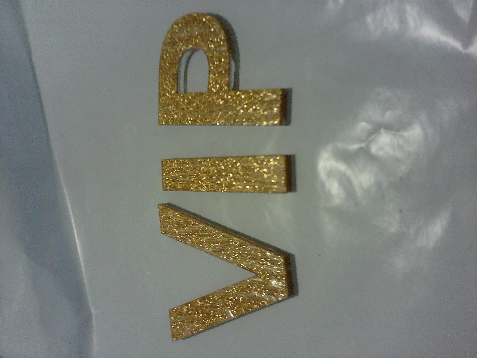 是底面水晶字,表面拉丝金或者拉丝银的那种字叫什么字